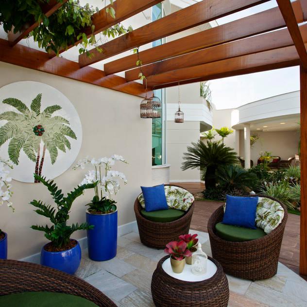 Vườn phong cách hiện đại bởi Designer de Interiores e Paisagista Iara Kílaris Hiện đại