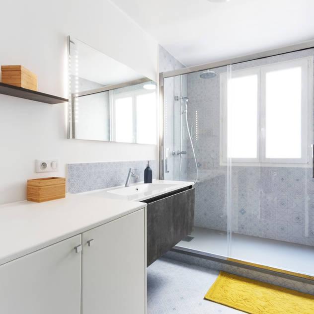 Phòng tắm bởi Espaces à Rêver Công nghiệp