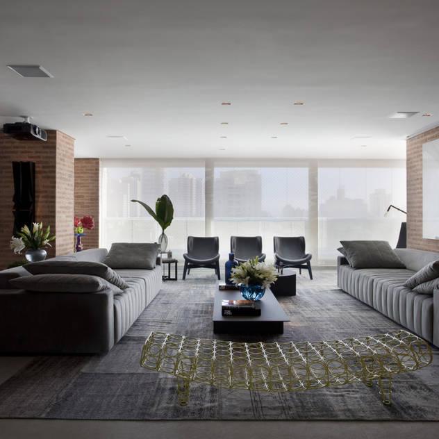Ap. adaptado - cadeirante: Salas de estar modernas por Marcelo Rosset Arquitetura