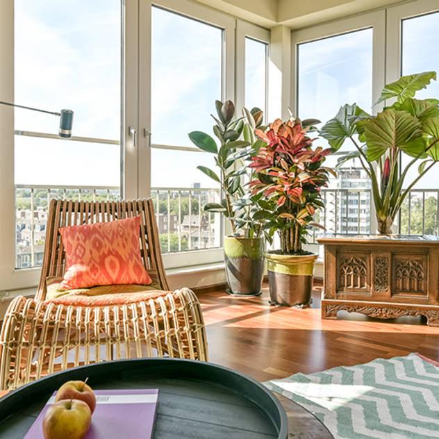 Phòng khách phong cách nhiệt đới bởi Aileen Martinia interior design - Amsterdam Nhiệt đới