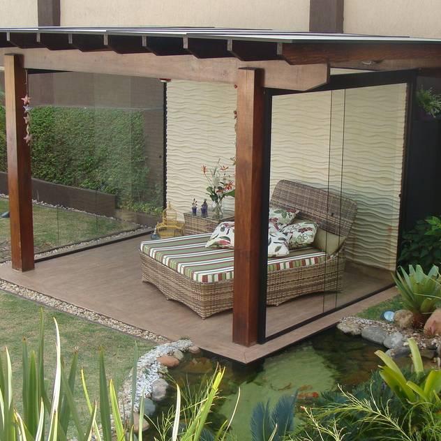 Vườn phong cách nhiệt đới bởi Flávia Brandão - arquitetura, interiores e obras Nhiệt đới