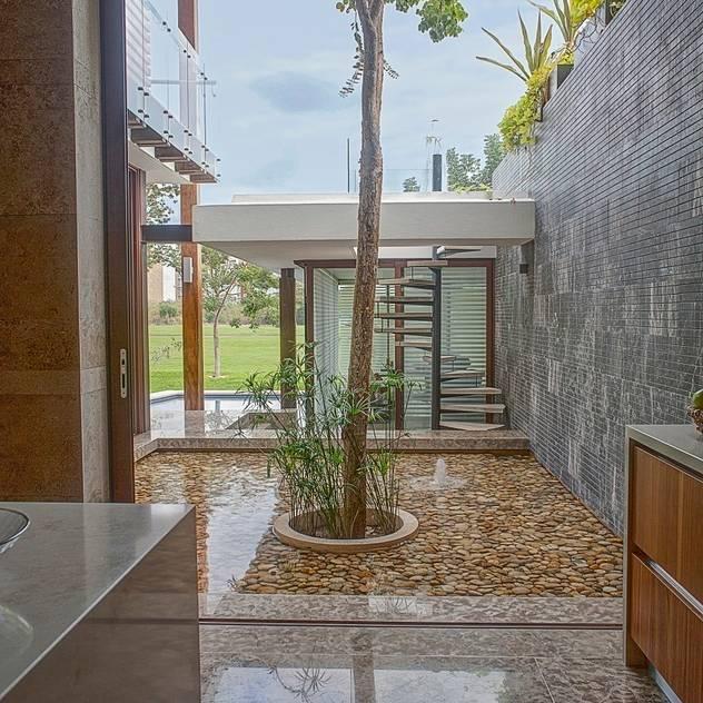 Cozinhas tropicais por Ancona + Ancona Arquitectos