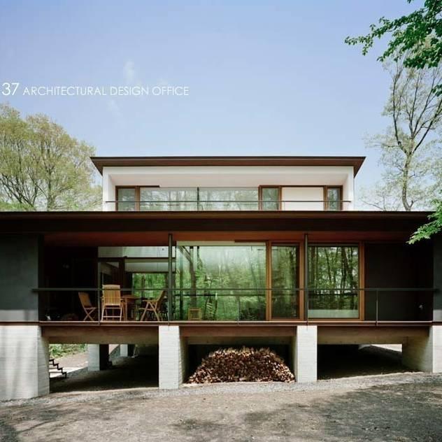 Nhà phong cách kinh điển bởi atelier137 ARCHITECTURAL DESIGN OFFICE Kinh điển
