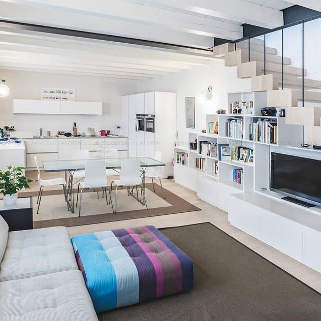Phòng khách phong cách tối giản bởi Pierangelo Laterza Tối giản