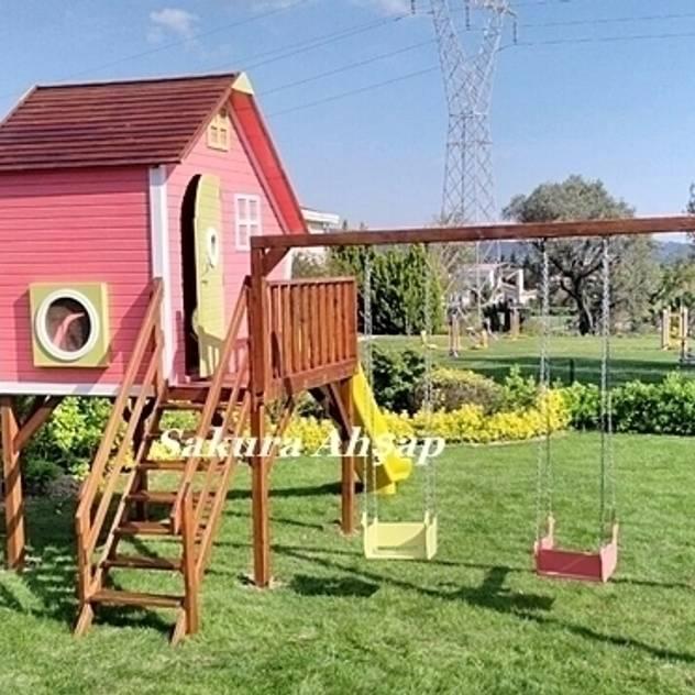Sakura Ahşap – Tarçın Oyun Evi - Yan Görünüş: tarz Bahçe