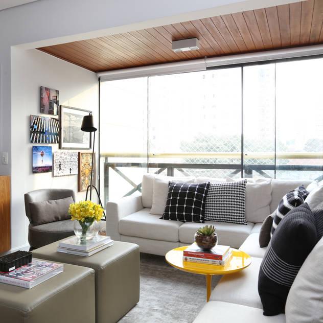Apartamento R|C Salas de estar modernas por Now Arquitetura e Interiores Moderno