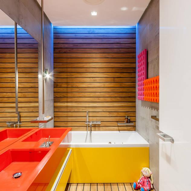 apartment V-21 Phòng tắm phong cách tối giản bởi VALENTIROV&PARTNERS Tối giản