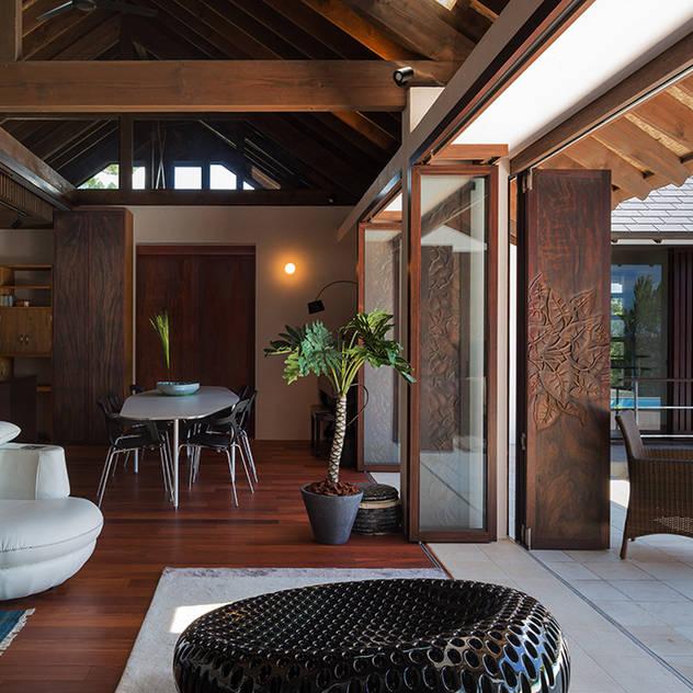 座喜味のヴィラ 和風デザインの ダイニング の 岡部義孝建築設計事務所 和風