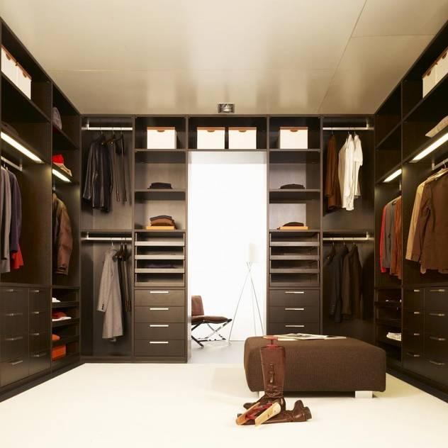 Walk in Wardrobe by Bravo London Phòng thay đồ phong cách kinh điển bởi Bravo London Ltd Kinh điển