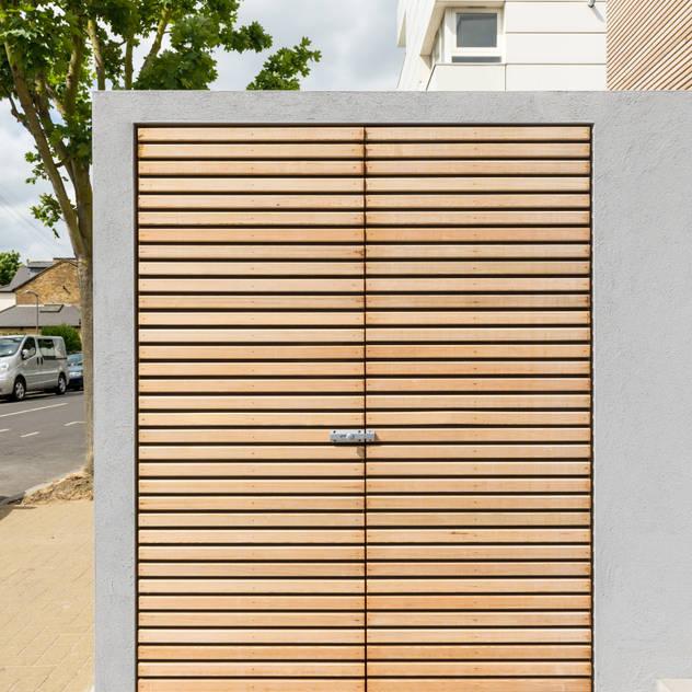 Utility cupboard Nhà để xe/nhà kho phong cách hiện đại bởi The Chase Architecture Hiện đại