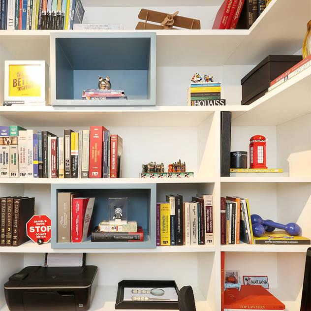 ห้องทำงาน/อ่านหนังสือ by Casa 2 Arquitetos