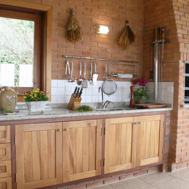 Liliana Zenaro Interiores Rustic style kitchen