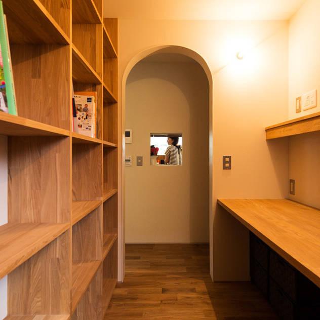 大きな一枚屋根の下で: エヌ スケッチが手掛けた書斎です。