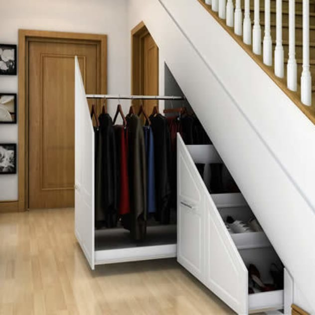 Corredores, halls e escadas modernos por Chasewood Furniture