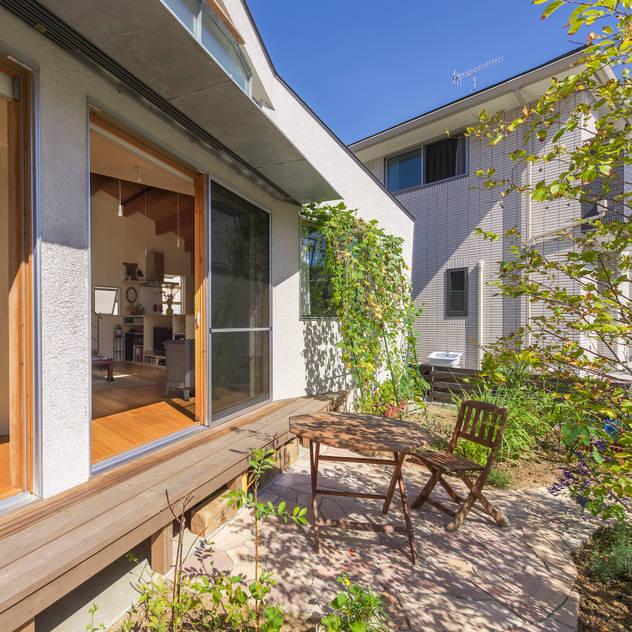 舞多聞の家: Studio Antenaが手掛けた庭です。