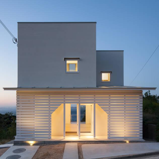 Nhà phong cách tối giản bởi IZUE architect & associates Tối giản Gỗ Wood effect
