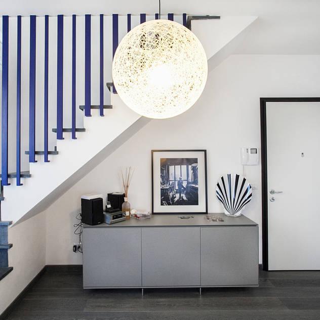 Hành lang, sảnh & cầu thang phong cách Địa Trung Hải bởi Alessandro Corina Interior Designer Địa Trung Hải