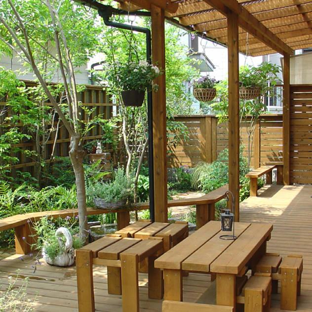 Vườn phong cách chiết trung bởi 株式会社粋の家 Chiết trung
