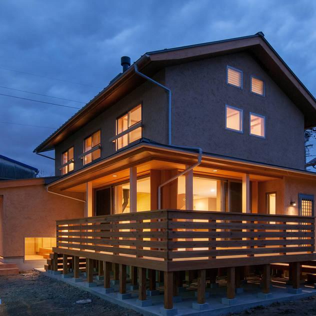 Nhà phong cách chiết trung bởi アグラ設計室一級建築士事務所 agra design room Chiết trung