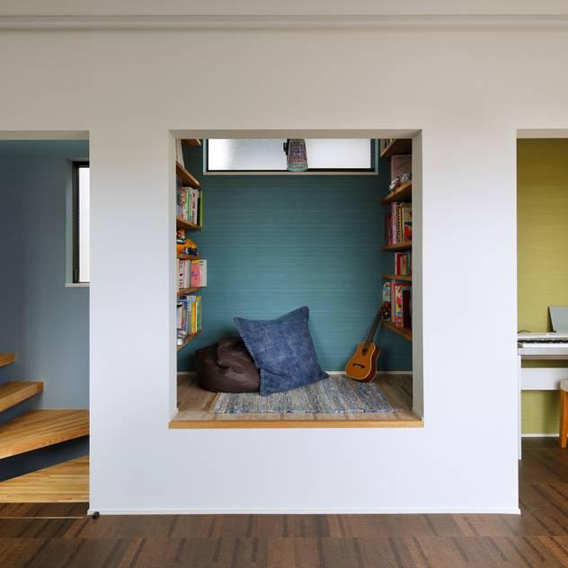 Phòng giải trí phong cách hiện đại bởi 向山建築設計事務所 Hiện đại