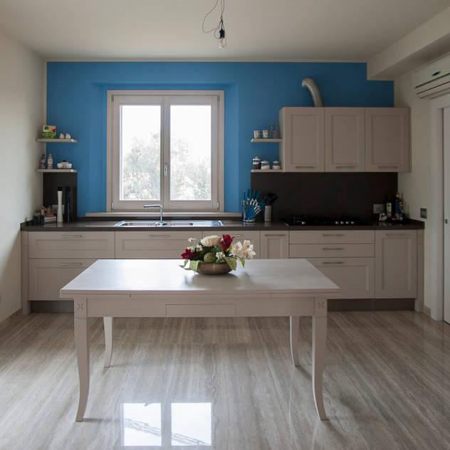 Cocinas de estilo moderno de Paolo Cavazzoli