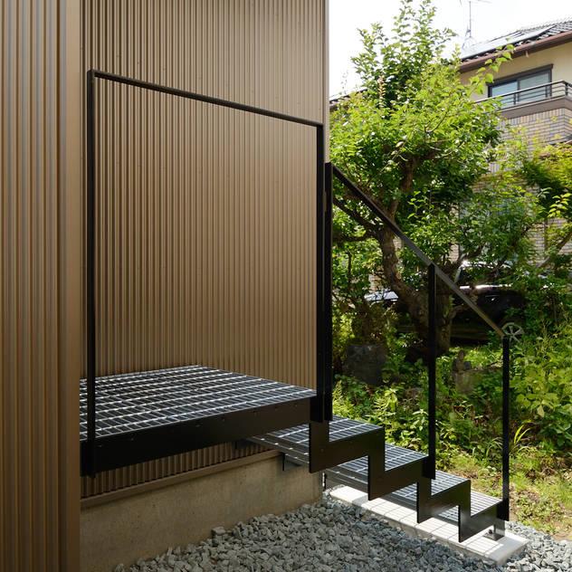 Hành lang, sảnh & cầu thang phong cách hiện đại bởi 株式会社kotori Hiện đại