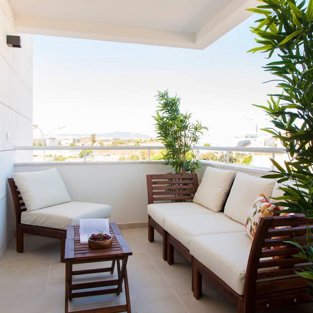 Hiên, sân thượng phong cách hiện đại bởi Traço Magenta - Design de Interiores Hiện đại