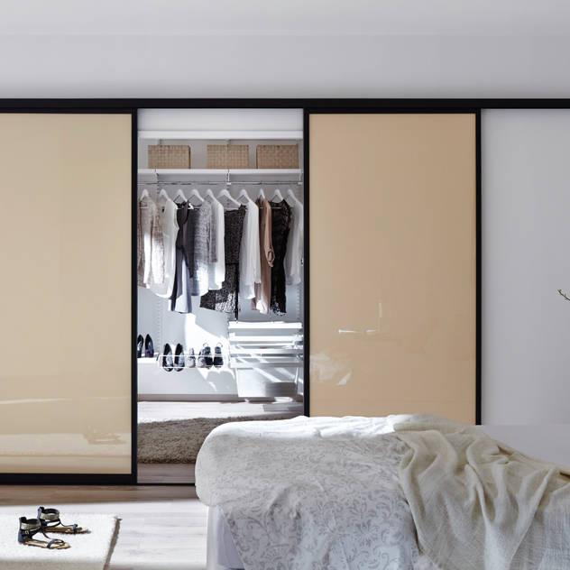 Phòng thay đồ phong cách hiện đại bởi Elfa Deutschland GmbH Hiện đại Ly