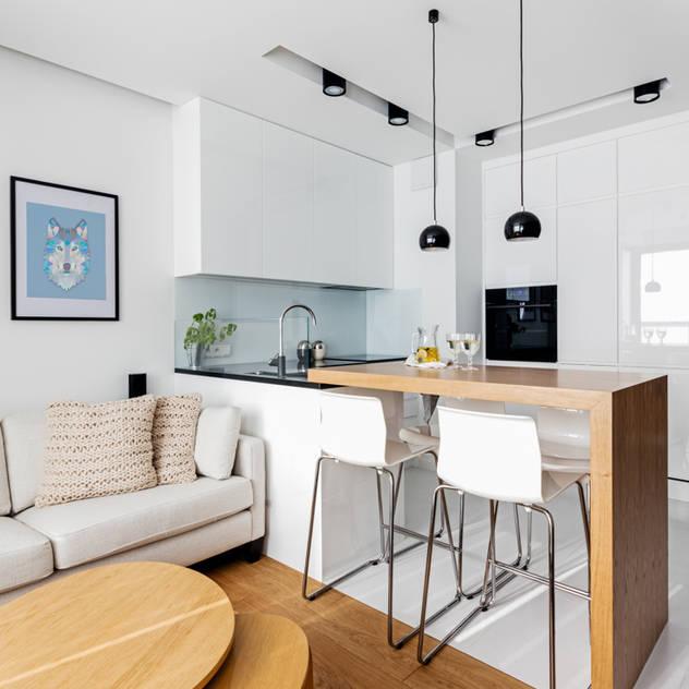 Phòng ăn phong cách tối giản bởi Ayuko Studio Tối giản Gỗ Wood effect