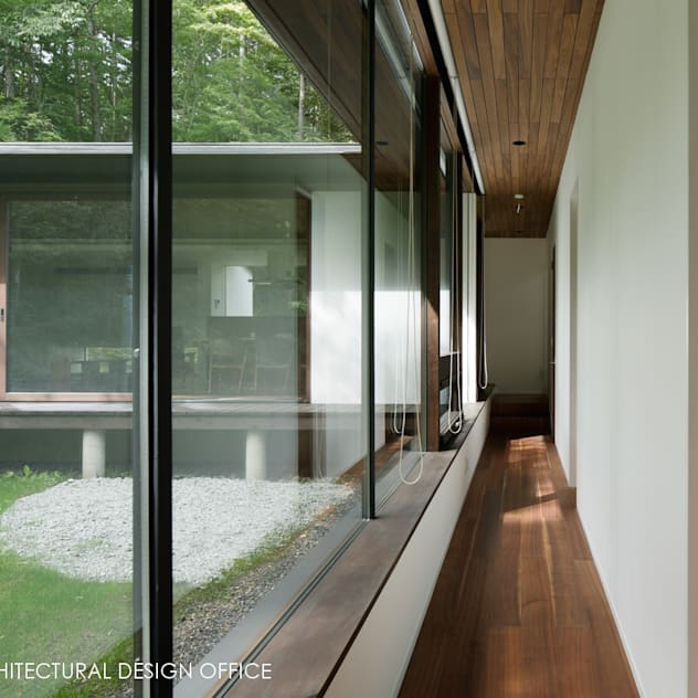 廊下~037軽井沢 I さんの家: atelier137 ARCHITECTURAL DESIGN OFFICEが手掛けた玄関/廊下/階段です。