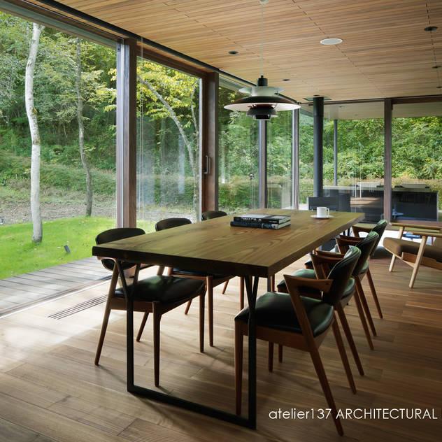 ダイニング~037軽井沢 I さんの家: atelier137 ARCHITECTURAL DESIGN OFFICEが手掛けたダイニングです。