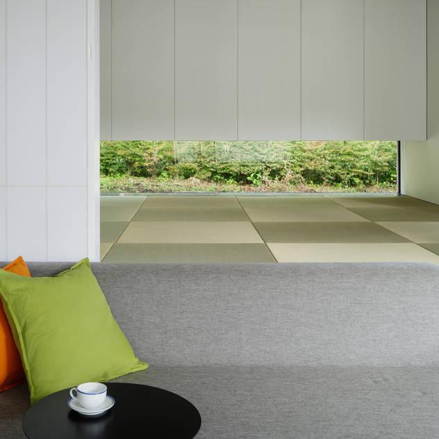 和室~037軽井沢 I さんの家: atelier137 ARCHITECTURAL DESIGN OFFICEが手掛けた寝室です。