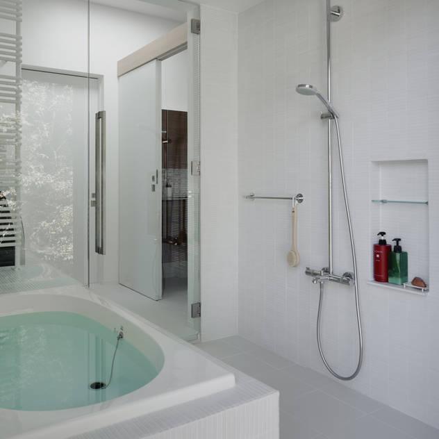 浴室~037軽井沢 I さんの家: atelier137 ARCHITECTURAL DESIGN OFFICEが手掛けた浴室です。