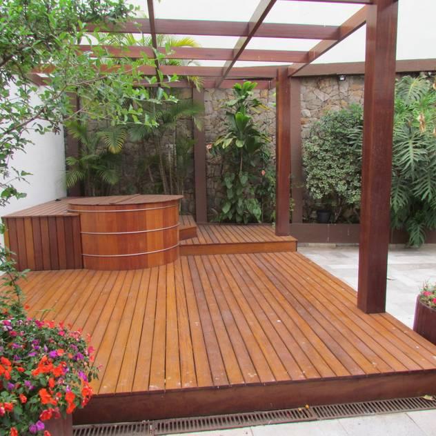 Vườn phong cách hiện đại bởi Ana Donadio Arquitetura Hiện đại