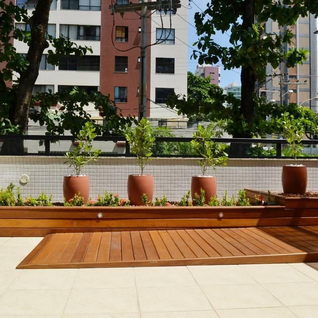 Rampa em carpintaria: Terraços  por Atelier Plural