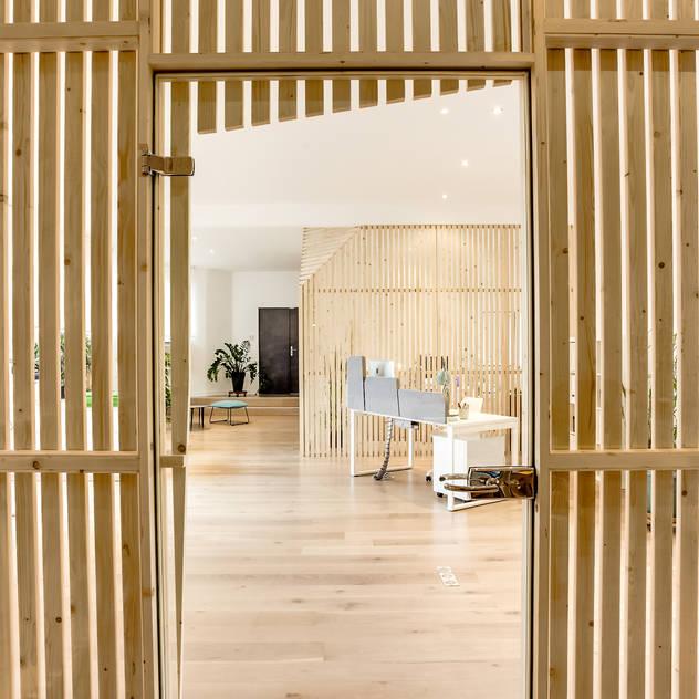 Edificios de Oficinas de estilo  por Transition Interior Design