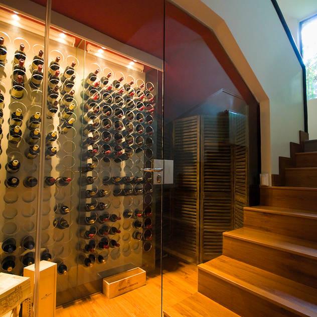 Hầm rượu phong cách hiện đại bởi TESTA studio Hiện đại
