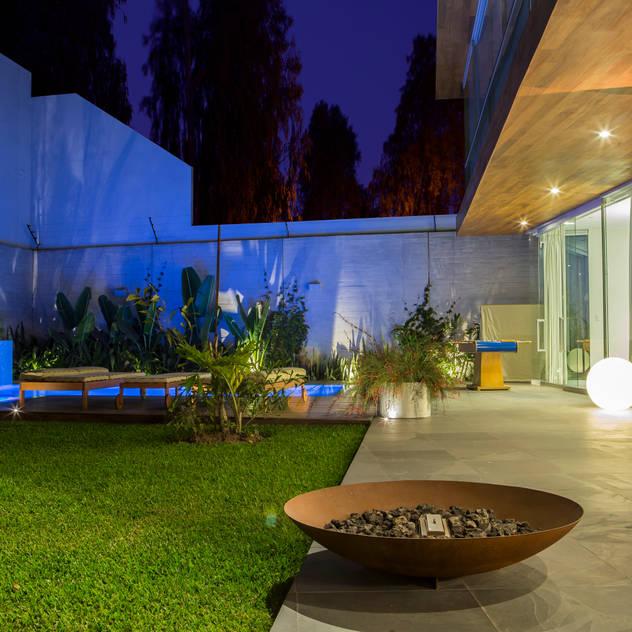 Vườn phong cách hiện đại bởi DLPS Arquitectos Hiện đại