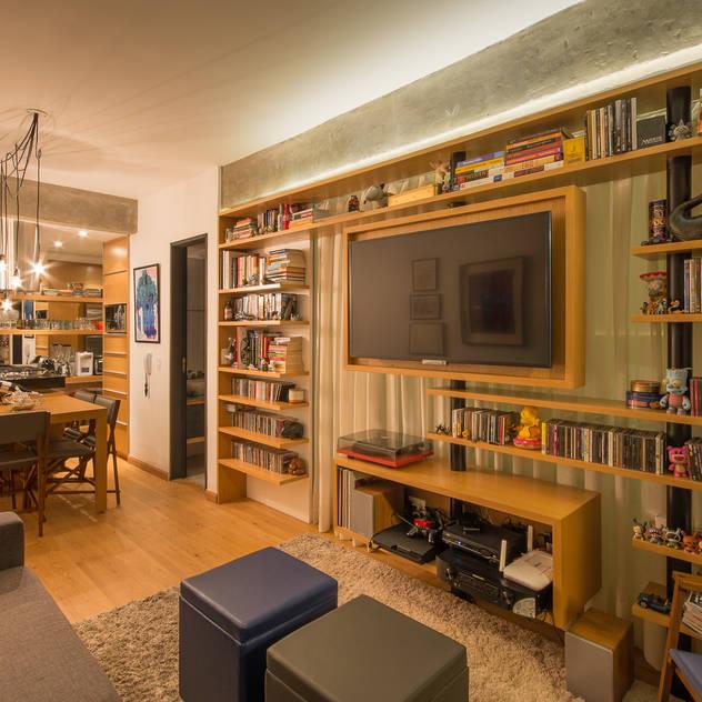 Apartamento Leopoldo Salas de estar modernas por Sacada Moderno