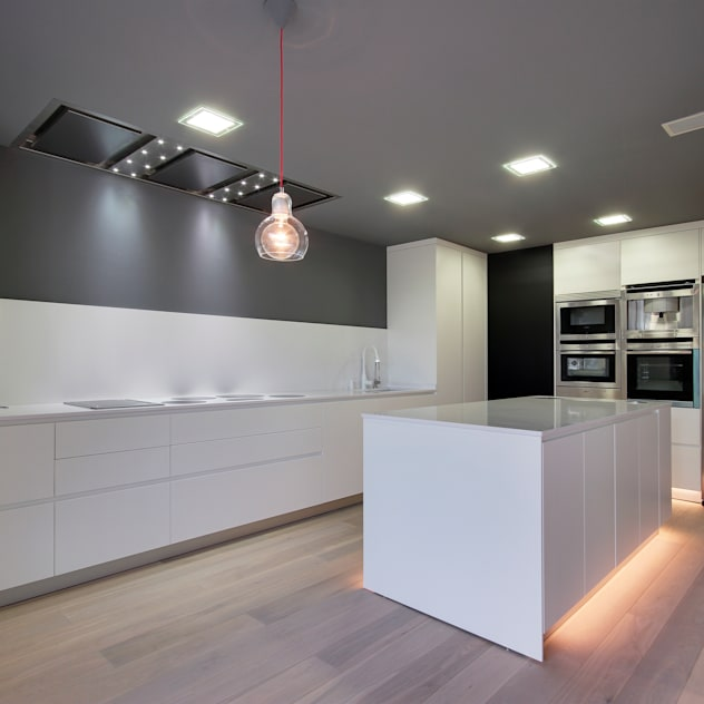 Nhà bếp phong cách hiện đại bởi OAK 2000 Hiện đại