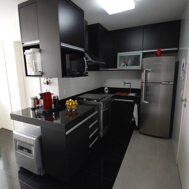 Apartamento DE: Cozinhas minimalistas por Arquitetura 1