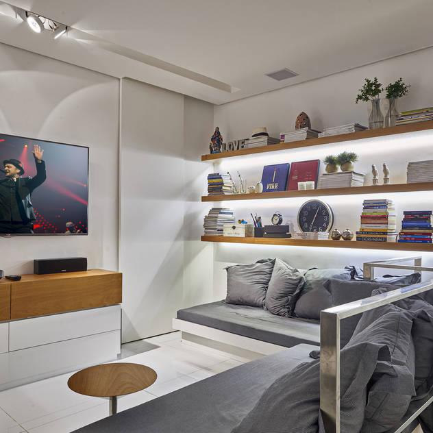 Piacesi Arquitetos Phòng giải trí phong cách hiện đại