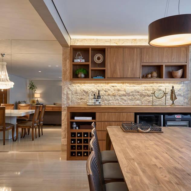 Hầm rượu phong cách hiện đại bởi Juliana Goulart Arquitetura e Design de Interiores Hiện đại