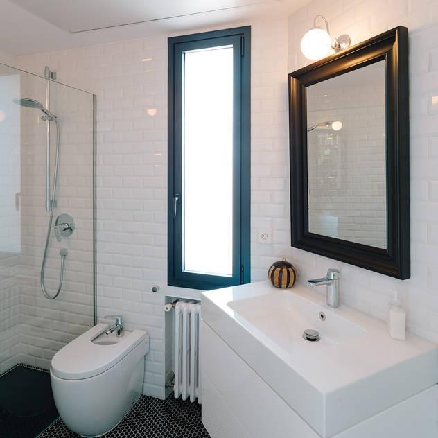 Baños de estilo moderno por ImagenSubliminal