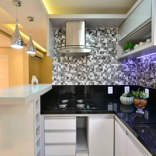 modern Kitchen by Graça Brenner Arquitetura e Interiores