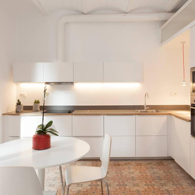 modern Kitchen by OAK 2000