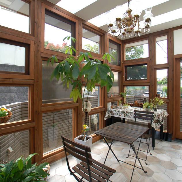 サンサンルーム オリジナルスタイルの 温室 の 株式会社グランデザイン一級建築士事務所 オリジナル 無垢材 多色