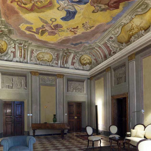 PALAZZO CANDELPERGHER Ingresso, Corridoio & Scale in stile classico di masetto snc Classico