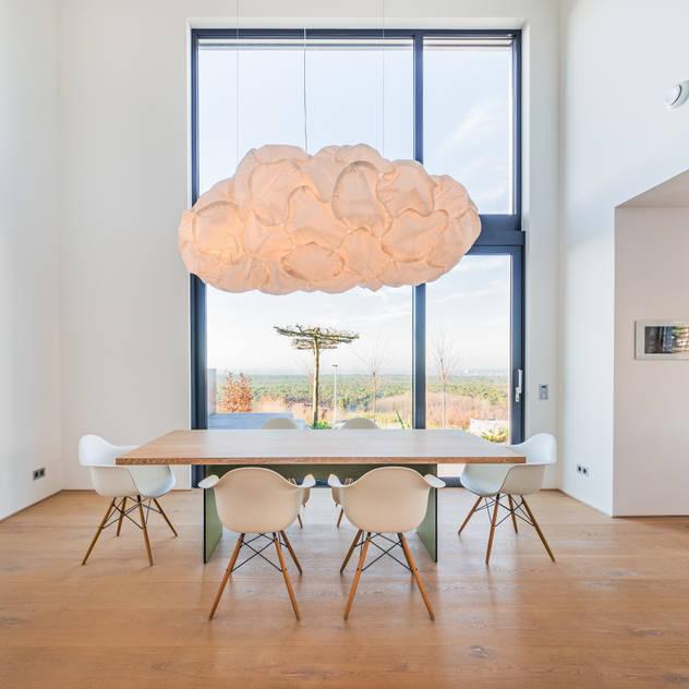 Phòng ăn phong cách tối giản bởi Helwig Haus und Raum Planungs GmbH Tối giản