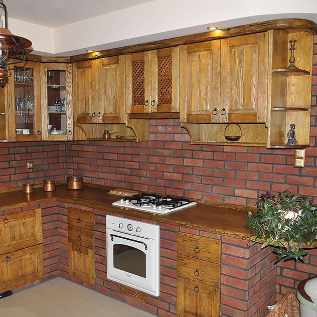 Cozinhas rústicas por Revia Meble i drzwi z litego dębu.